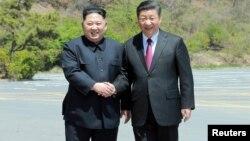 北韓領導人金正恩與中國國家主席習近平資料照。