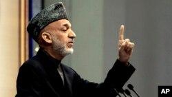 Các chuyên gia quan ngại rằng qua việc trì hoãn thỏa thuận, Tổng thống Karzai có thể làm áp lực để Washington ủng hộ một cách thầm lặng cho ứng cử viên tổng thống được ông 'tán thành'.