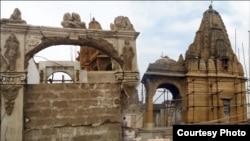 مندر کی تعمیر نو سے قبل اتاری گئی تصاویر