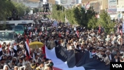 Thousands protest against Houthis in Sana'a, Yemen, Feb. 11, 2015. (Photo: Z. al-Alyaa for VOA)