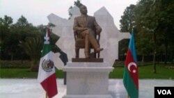 Eks-prezident Heydər Əliyevin Mexikoda heykəli