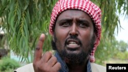 Al Shabaab spokesman Sheikh Ali Mohamud Rage addresses a news conference outside Somalia's capital Mogadishu, (File photo).