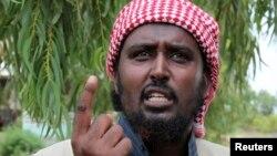 Juru bicara kelompok militan al-Shabab, Sheikh Ali Mohamud Rage di pinggiran ibukota Mogadishu (foto: dok).