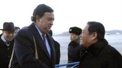 فرستاده وزارت امور خارجه کره شمالی، بخش امور آمریکا به بیل ریچاردسون، سفیر آمریکا در سازمان ملل متحد خوش آمد می گوید