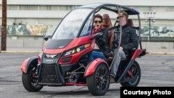 Arcimoto, kendaraan elektrik tiga roda yang dirancang sebagai mobil penumpang (foto courtesy: Arcimoto.com).