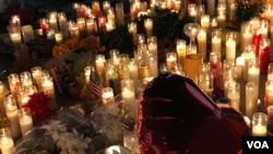 لاس ویگاس کی شونٹک میں ہلاک ہونے والوں کی یاد میں شمعیں روش کی گئی ہیں۔ 2 اکتوبر2017