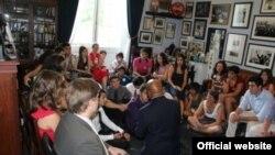 Kıbrıs Dostluk Programına katılan bir grup genç - cyprusfriendship.org