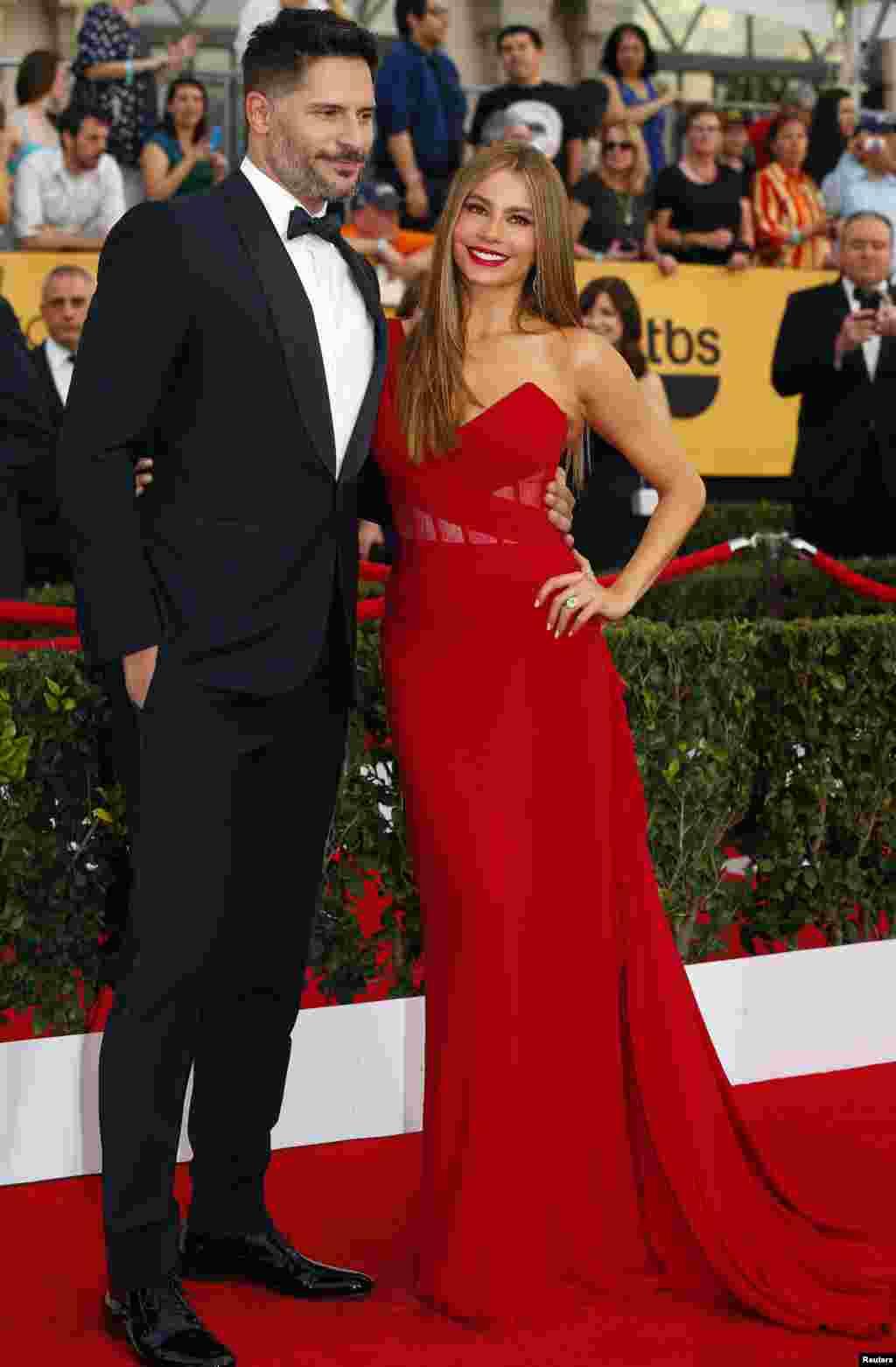 "Actor Joe Manganiello e a actriz Sofia Vergara da série ""Modern Family"" na 21ª cerimónia anual do Screen Actors Guild Awards, Los Angeles, Califórnia Jan 25, 2015."