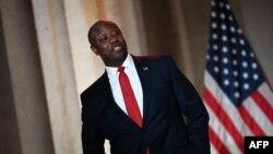 Tim Scott je republikanski senator koji je izabran da odgovori na Bidenov govor povodom prvih 100 dana rada.