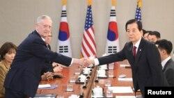 Wezîrê Berevanî yê Amerîka Mattis û Serokwezîrê Japonya Abe
