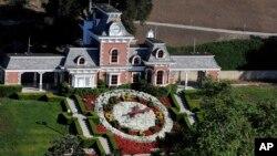 En 1987, el cantante Michael Jackson adquirió el rancho por la suma de $19,5 millones de dólares y la bautizó como 'Neverland'.