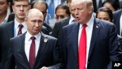 Predsednici SAD i Rusije, Donald Tramp i Vladimir Putin na samitu APEK-a u Vijetnamu, 11. novembar 2017.