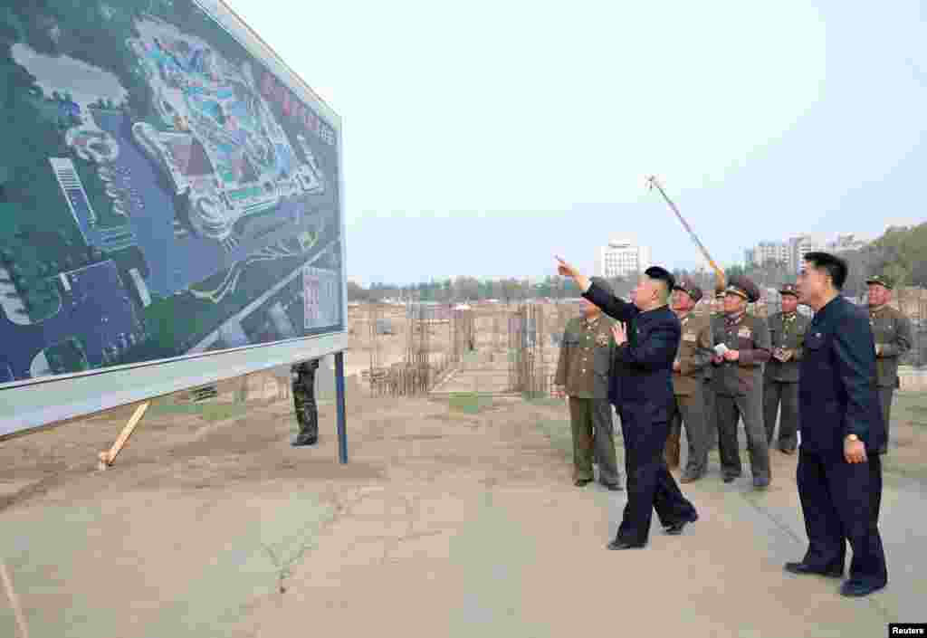 North Korean leader Kim Jong Un visits a construction site of the North Korean army, May 7, 2013. (KCNA)
