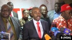 Nelson Chamisa wa MDC akizungumza na wafuasi wake kwenye kampeni