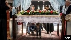 Pravoslavni vernici proslavljaju Uskrs, Foto: Robert ATANASOVSKI / AFP
