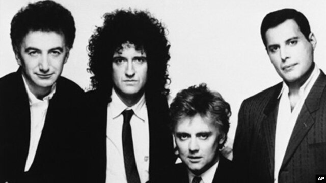 Members of rock band Queen from left to right are John Deacon, Brian May, Roger Taylor and Freddie Mercury in 1989 (file)