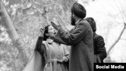 شیده رحمانی در عکسی که هنگامه گلستان از تظارات علیه حجاب اجباری گرفته است - اسفند ۱۳۵۷