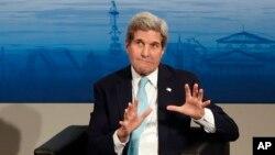 """Ngoại trưởng John Kerry nói Hoa Kỳ """"sẽ phán xét về cam kết của Nga và của những phần tử đòi ly khai bằng những hành động của họ, không phải bằng lời nói""""."""