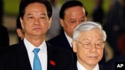 Ông Nguyễn Tấn Dũng và ông Nguyễn Phú Trọng trước khi dự Đại hội Đảng năm 2016.