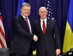 United States Vice President Mike Pence, left, and Ukrainian President Petro Poroshenko meet for bilateral talks during the Munich Security Conference in Munich, Germany, Feb. 18, 2017.