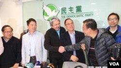 曾俊华会见香港民主党人(苹果日报图片)