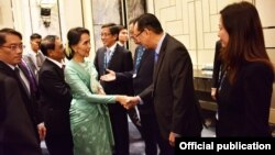 ႏုိင္ငံေတာ္အတိုင္ပင္ခံပုဂၢိဳလ္ ေဒၚေအာင္ဆန္းစုၾကည္ ဒီကေန႔ စင္ကာပူႏုိင္ငံမွ စီးပြားေရးလုပ္ငန္းရွင္မ်ားႏွင့္ေတြ႔ဆံု (Ministry of Foreign Affairs Myanmar)