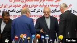 مراسم امضای قرارداد بین ایران و شرکت فرانسوی رنو.