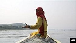 湄公河上的泰国渔民(资料照片)