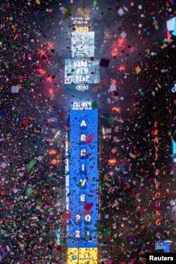 Відлік до Нового року на Таймз Сквер, Нью-Йорк