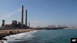 Perusahaan listrik Israel yang memproduksi listrik dengan bahan bakar gas alam di kota Ashdod, Israel selatan (foto: dok). Perusahaan gas alam Mesir harus membayar ganti rugi miliaran dolar kepada perusahaan listrik Israel.