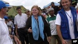 U.S. Assistant Secretary of State for Population, Refugees, and Migration, Anne C. Richard, center, walks with International Organization for Migration officials during her visit to a temporary shelter for Rohingya and Bangladeshi migrants in Kuala Cangko