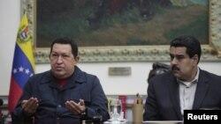 ο Χούγκο Τσάβεζ με τον αντιπρόεδρο Νίκολας Μαντούρο