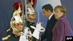 Thủ tướng Ðức Angela Merkel và Tổng thống Pháp Nicolas Sarkozy đến dự hội nghị tại Cannes, Pháp