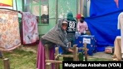 Wananchi wakipiga kura katika mkoa wa Tigray September, 9, 2020 VOA/Mulgeta Atsbaha