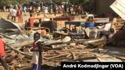 Les habitants du quartier de Ngueli ont été déguerpis, à N'Djemena au Tchad. (VOA/André Kodmadjingar)
