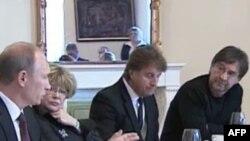 Ռոք աստղ Շեվչուկը հարցեր է տալիս վարչապետ Պուտինին