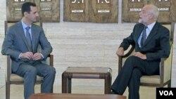 Presiden Suriah Bashar al-Assad (kiri) menerima Jakob Kellenberger, Presiden Palang Merah Internasional (ICRC) di Damaskus (foto: dok).