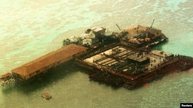 Ảnh chụp từ trên không cho thấy một công trình xây cất của Trung Quốc tại Quần đảo Trường Sa ở Biển Đông, ngày 10/12/2014.