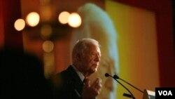 El ex presidente de Estados Unidos, Jimmy Carter, se recupera en un hospital en Cleveland, Ohio.