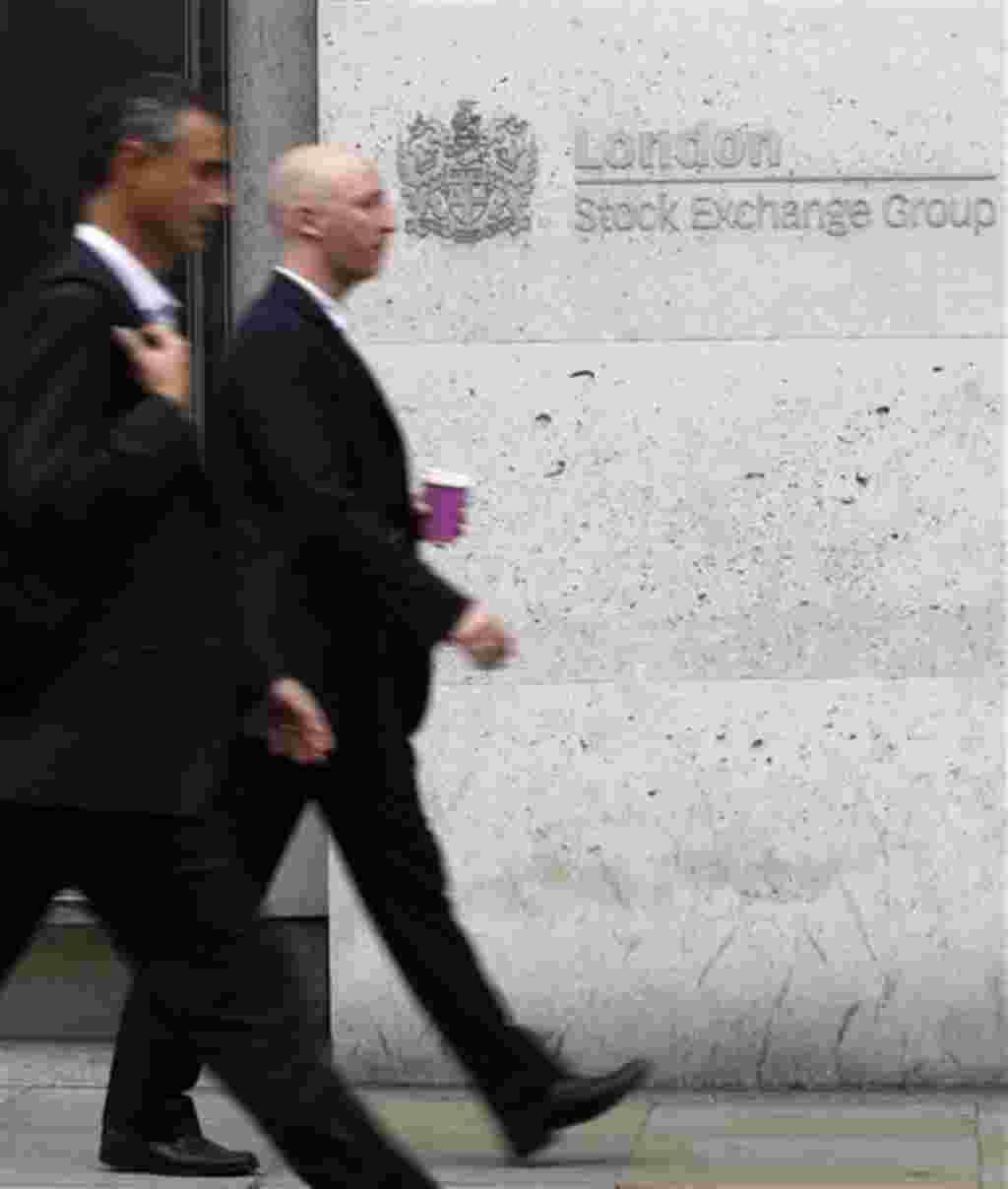 La Bolsa de Londres registró pérdidas con el anuncio del plan multibillonario de rescate para la zona euro.