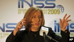 Israel's opposition leader and former foreign minister Tzipi Livni speaks at the annual Institute for National Security Studies conference in Tel Aviv, Israel, December 2009. (file photo)