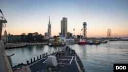Ракетный эсминец класса Arleigh Burke USS Donald Cook (DDG 75) прибыл в Батуми