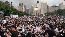 數以萬計的香港民眾出席六四燭光會