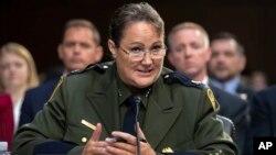 Archivo - En esta foto del 31 de julio de 2018, Carla Provost responde preguntas en la Comisión Judicial del Senado de EE.UU.