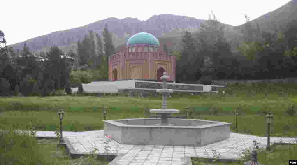 Panjakenda alloma Abdulloh Ro'dakiyga qurilgan maqbara