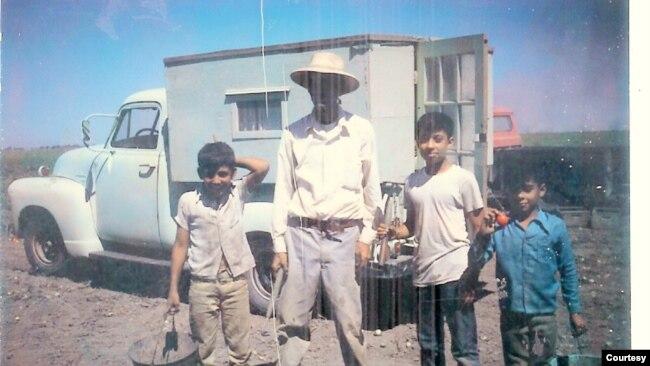 De camisa azul José M. Hernández y su familia