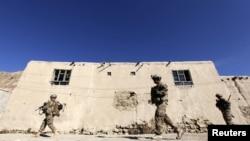 아프가니스탄 로가르 주에서 순찰 중인 미군들. (자료사진)