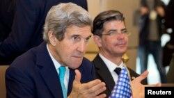 El secretario de Estado, John Kerry durante su visita a Algeria. Kerry canceló el martes un encuentro con la autoridad palestina Mahmoud Abbas.