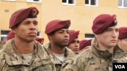 Các huấn luyện viên quân sự Hoa Kỳ trong buổi diễn tập chung với binh sĩ Ukraine ở Yavoriv, vùng Lviv, miền tây Ukraine, 20/4/15