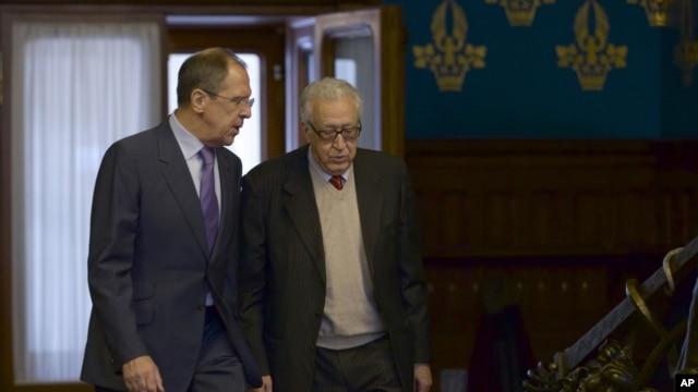 Đặc sứ Lakhdar Brahimi (phải) và Ngoại trưởng Nga Sergei Lavrov trong cuộc gặp tại Moscow, 29/12/12
